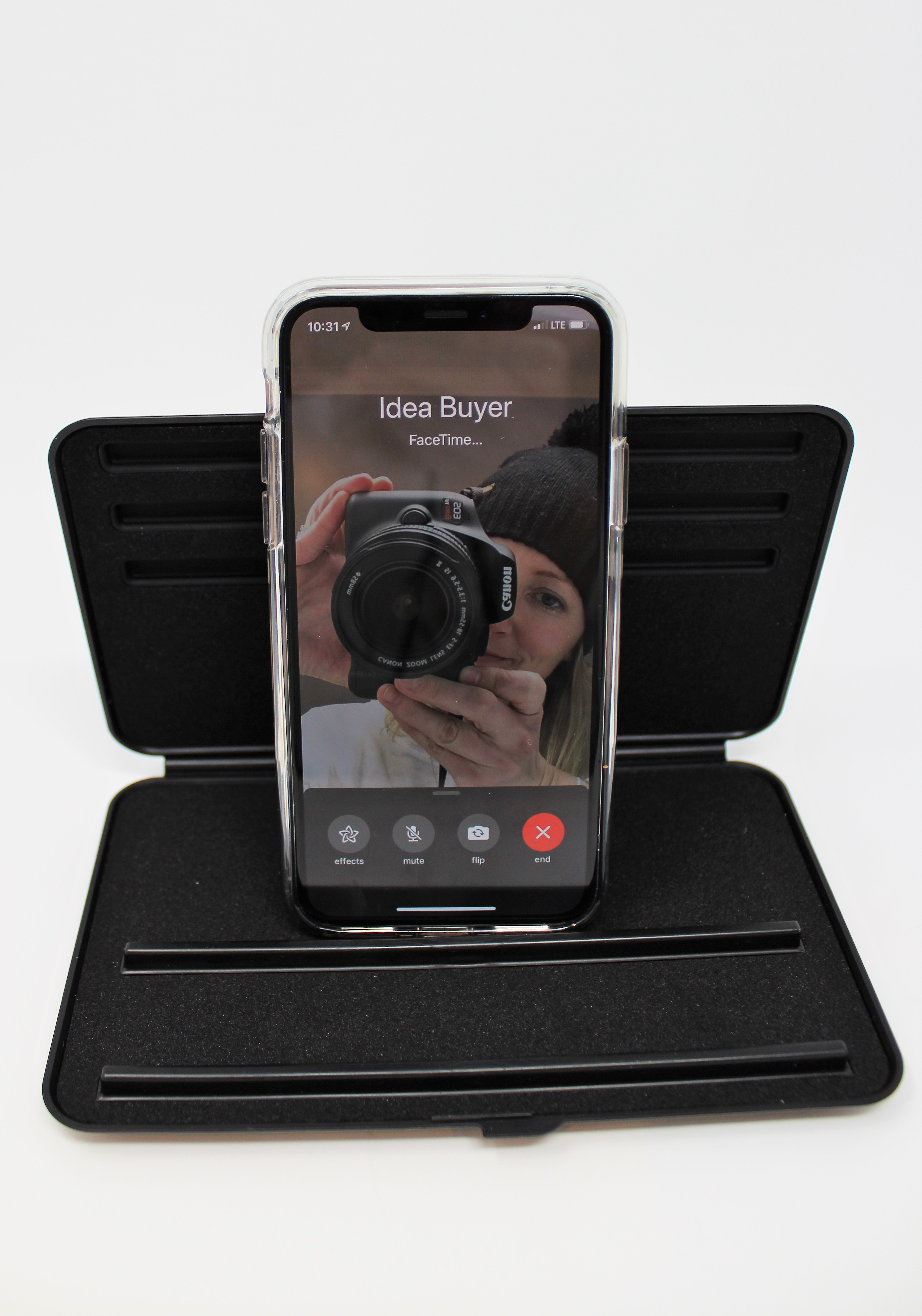 Idea Buyer Product Photo Phone Throne Whitebox Facetime